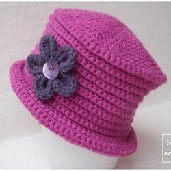 Bonnet cloche. Chapeau d hiver enfant au crochet 2305ee8afc0